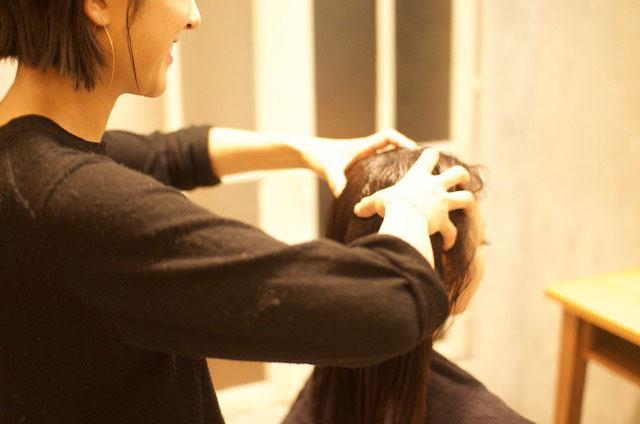 マッサージで頭皮から首・肩の血行促進とリラックス