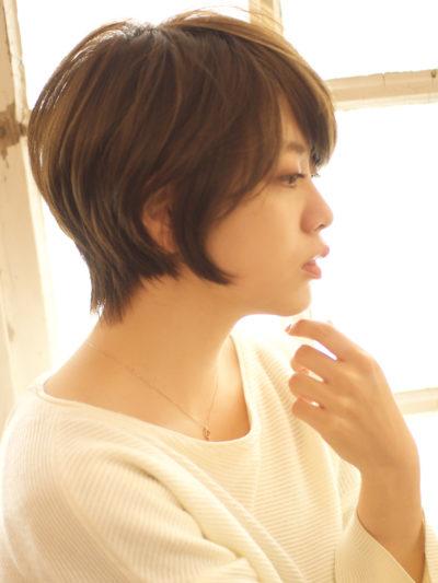 ワイドバングの耳掛けショート☆モーブカラーのツヤ髪☆