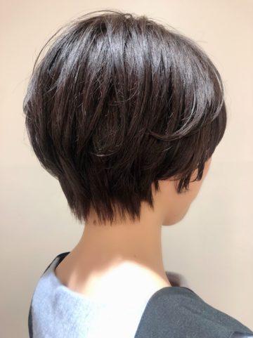 サロンスタイル えりあしスッキリ大人女性のショートヘア