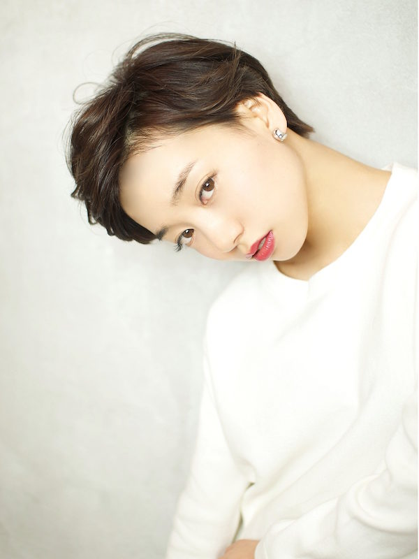 かきあげた前髪でクールなエッジモードショートスタイル☆